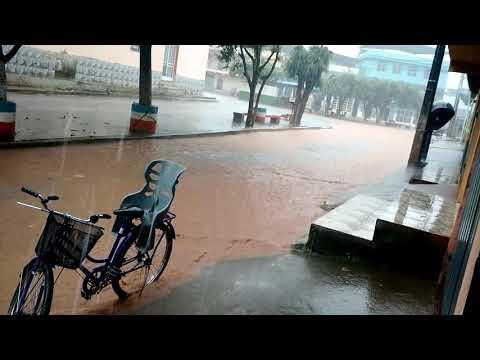 Chuva forte em alegria