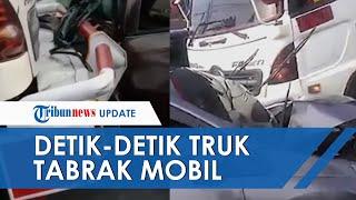 Video Detik-detik Truk Tronton Menabrak Sebuah Mobil di Pintu Keluar Tol Bawen, Semarang