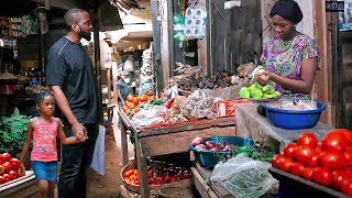 HE CAME 2 D MARKET WITH HIS BABY AS A POOR BEGER SHE GAVE DEM FRUITS BT DIDNT NO HE IS A BILIONAIRE