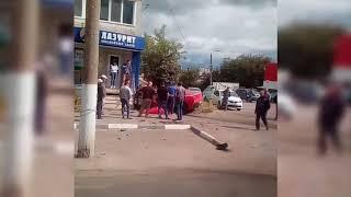 Юноша протаранил тульский ломбард за рулем спорткара. Видео
