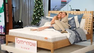 Ellen and her friend Jennifer Lopez brought extra joy to the audience this holiday season by handing out amazing gifts for Day 4 of 12 Days of Giveaways!  Special thanks to: Tomorrow Sleep, Furbo, Ceasers Palace Las Vegas, Giftcards.com, Framebridge, Fitbit Versa, and Inglot.   #12Days #12DaysOfGiveaways #JenniferLopez