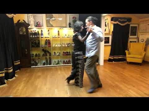Ganchos y enganchos with Hernan and Anita - review of lesson 3.