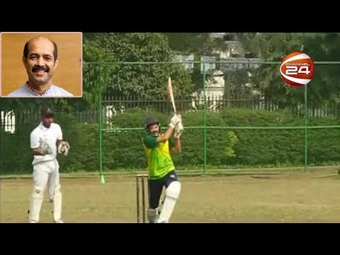 ক্রিকেট খেলে ভোট চাইলেন মেয়রপ্রার্থী আতিকুল