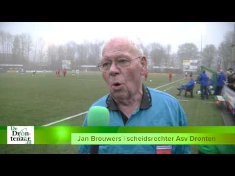 VIDEO | Scheidsrechter Jan Brouwers (78) gaf vaker rode kaart aan publiek dan aan spelers