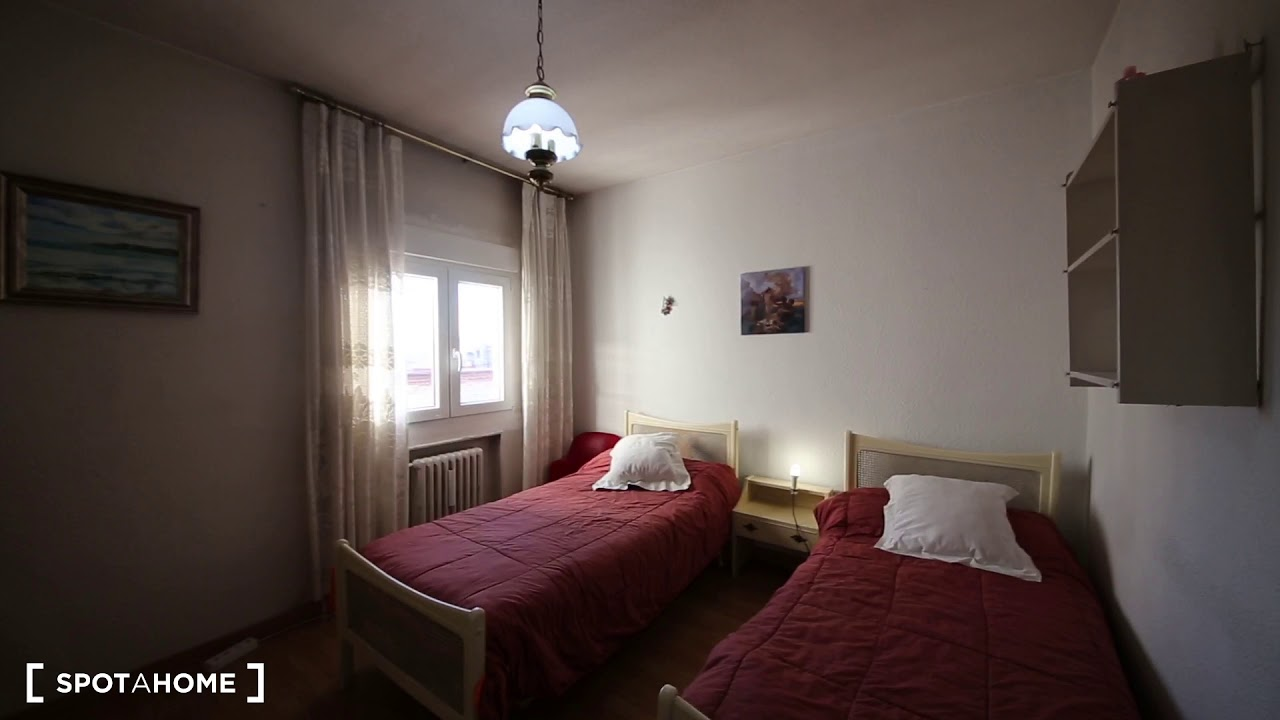 Single Bed in Cosy room for rent in 2-bedroom apartment in Ciudad Lineal
