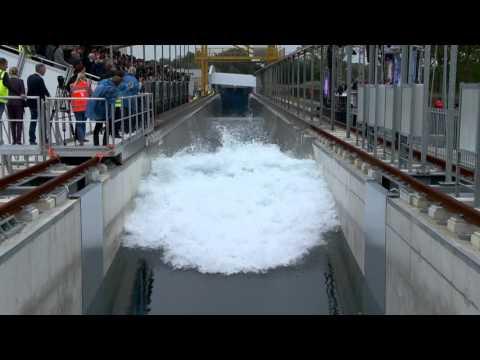 hqdefault - Una hipnótica ola creada en Holanda