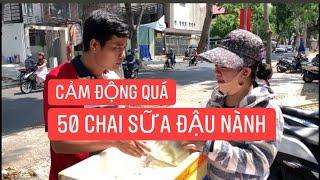 Cảm động tấm lòng khán giả dành cho Khương Dừa, tặng nguyên thùng sữa đậu nành!!!