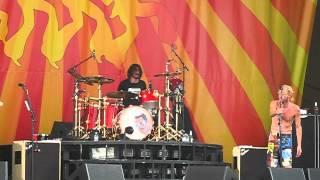 Dave Grohl plays drums! Foo Fighters Live @ New Orleans Jazz & Heritage Festival 2012