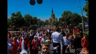 Тысячи верующих и сотни детей прошли крестным ходом улицами Харькова