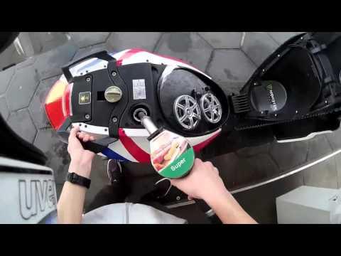 Warum wird das Auto auf dem Gas geführt und auf dem Benzin gibt es