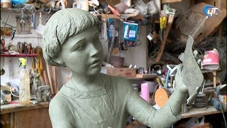 Памятник первой найденной берестяной грамоте займёт своё место в августе