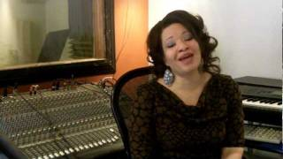 Gambar cover Voice Lessons & Vocal Exercises - Eve Soto - Bruno Mars - Sustaining, Breathing & Flexibility