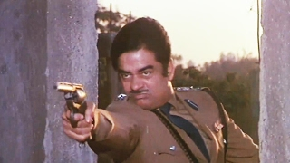 Shatrughan Sinha Fights With Dacoits  <b>Aag Hi Aag</b>  Fearless Action Fight Scene 5/18