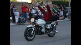 preview picture of video 'Castelluccio dei Sauri acrobazie su Moto Guzzi'