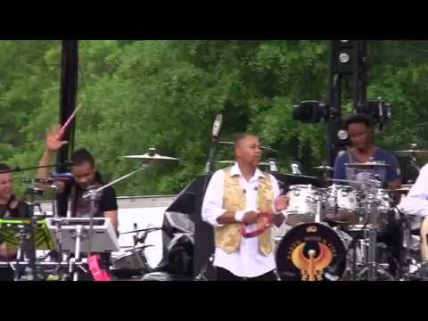 Earth Wind & Fire - Kalimba Story / Sing A Message To You (Wanee 2015)