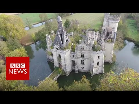6,500 people buy crumbling castle - BBC News