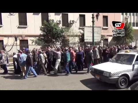 عمال «ميتالكو» يتظاهرون للمطالبة بإقالة رئيس الشركة