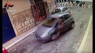 Molfetta, entra in farmacia e lascia l'auto accesa: 22enne bitontino gliela ruba e lo trascina per 20 metri - VIDEO