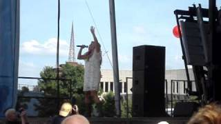 Julie Roberts - First to Never Know (Live CMA Fest)
