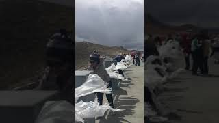 preview picture of video '20190522 Travel to Tibet 西藏 羊卓雍措 「天上的仙境,人間的羊卓」-飄盪在空中的哈達'