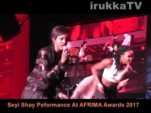 Watch As Seyi Shay Falls Off Stage During #AFRIMA2017 Performance