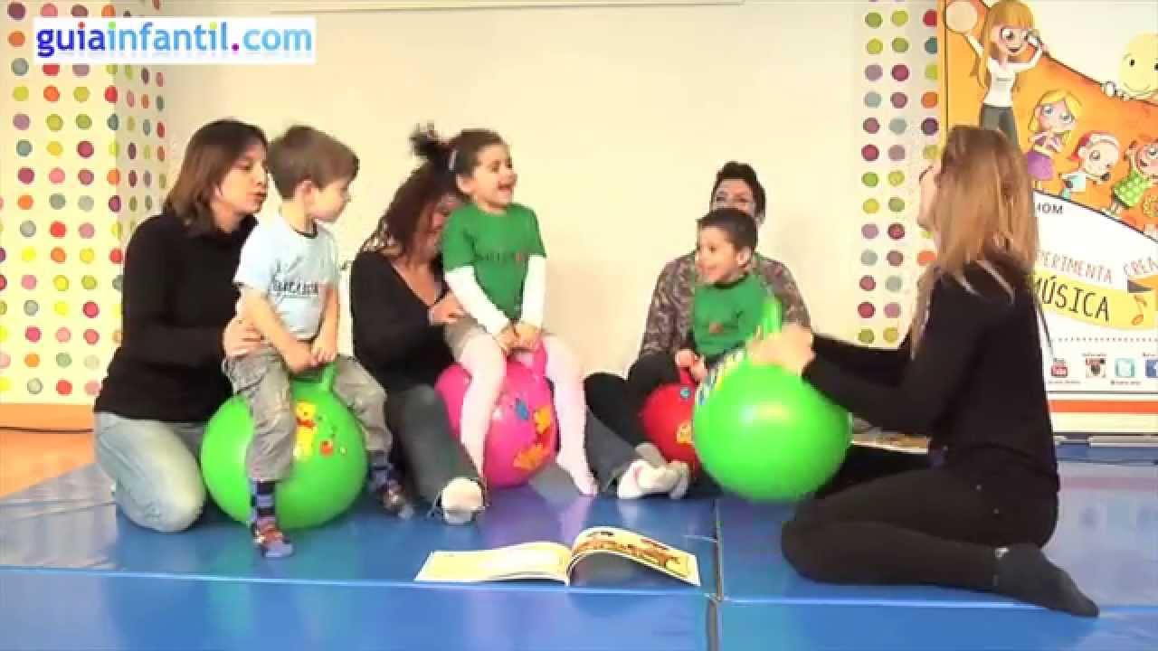 Cómo potenciar el equilibrio de los niños con pelotas saltarinas