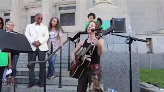 Ani DiFranco sings outside New Orleans courthouse