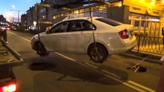 Провалы в асфальте возле станции  м.Яшлек (видеорепортаж+интервью водителя)