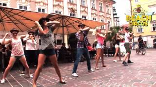 preview picture of video 'BACARDI BEACH CIRCUS - Flashmob Klagenfurt :-))))))))))))))))))))'