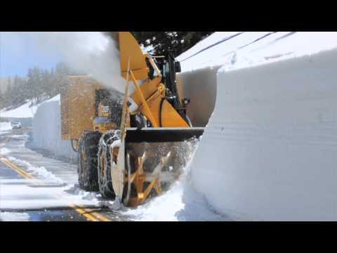 شاهد كيف يتم إزالة الثلج عن الطريق .