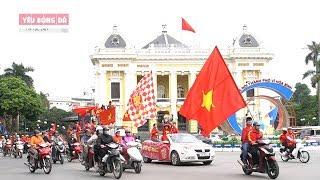 """CĐV Việt Nam diễu hành """"tiếp lửa"""" trước trận đấu Việt Nam gặp Thái Lan"""