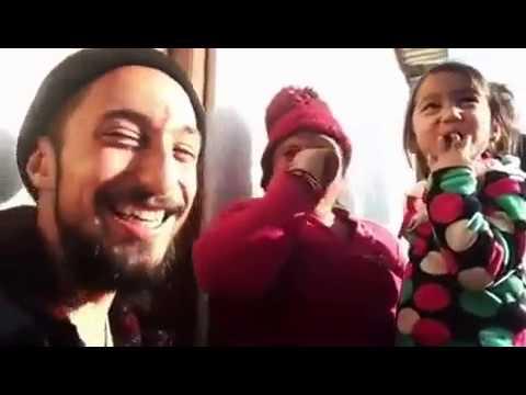american people singing nepali song- कुईरेले नेपाली गित गाय पछि बबाल हास्यो नेपाली दिदी।