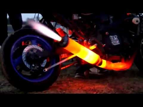 FIRE THROWING Motorcycle Exhaust Like F1 Formula Car !