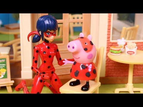 ❤ PEPPA PIG ❤  Peppa conoce a Ladybug un rescate en la hamburguesería | Peppa Pig Juguetes Español