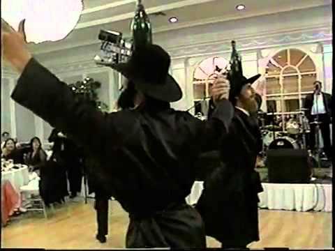 רקדני הבקבוקים - הפתעה מקורית בחתונה יהודית