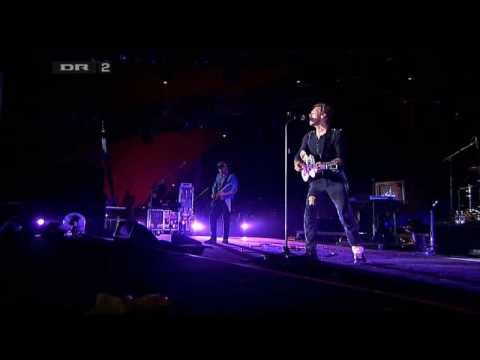 Coldplay - Strawberry swing  (Roskilde Festival 2009) (High Quality video) (HD)