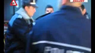 Răufăcătorii Pot Sta Liniştiţi. Poliţişti Prinşi Jucând La Pariuri în Timpul Programului