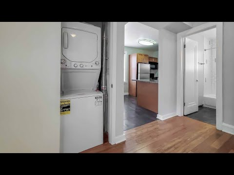 A sunny Bucktown 2-bedroom at the updated 1640 North Damen
