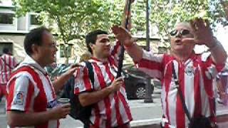 Pani-basauri cantando en Valencia