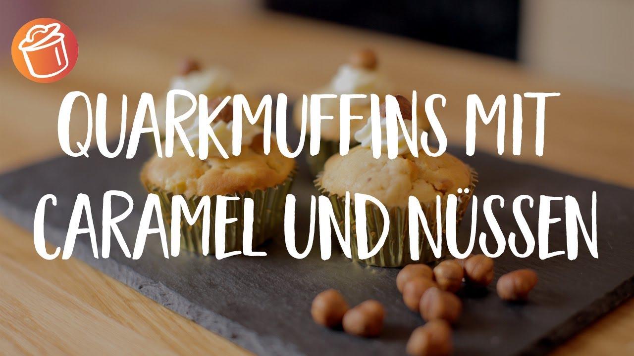 Quark-Muffins mit Caramel und Nüssen