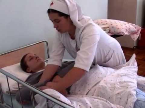 Уход за больными: смена постельного белья