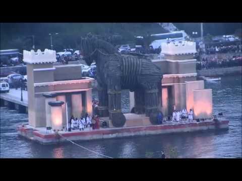 Χαλκίδα: Χιλιάδες θεατές παρακολούθησαν το «Χρονικό της Τροίας», το μοναδικό θαλασσινό καρναβάλι στην Ελλάδα (φωτο, βίντεο)