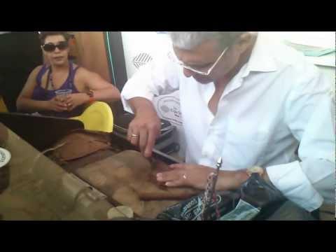 Πως φτιάχνονται τα πούρα (Cuba Festival Athens 2012)