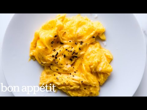 Make Perfect Soft Scrambled Eggs With An Immersion Blender