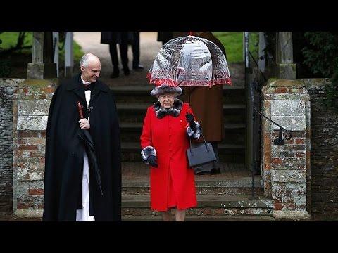 Η βασίλισσα και η ομπρέλα της!