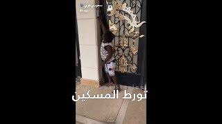 عزازي رمى نعاله داخل بيت عشان يدخله