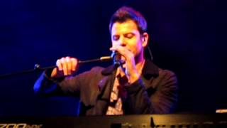 """Jordan Knight 's soundcheck in Vancouver - trying to figure out the lyrics to """"when you're lonely"""""""
