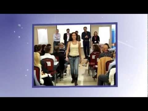 Donna con il piccolo video online