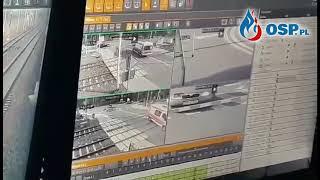 PUSZCZYKOWO - WYPADEK POCIĄGU Z KARETKĄ - Nagranie Z Monitoringu