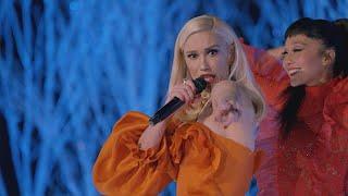 Watch Gwen Stefani Perform 'Feliz Navidad' At Disneyland!